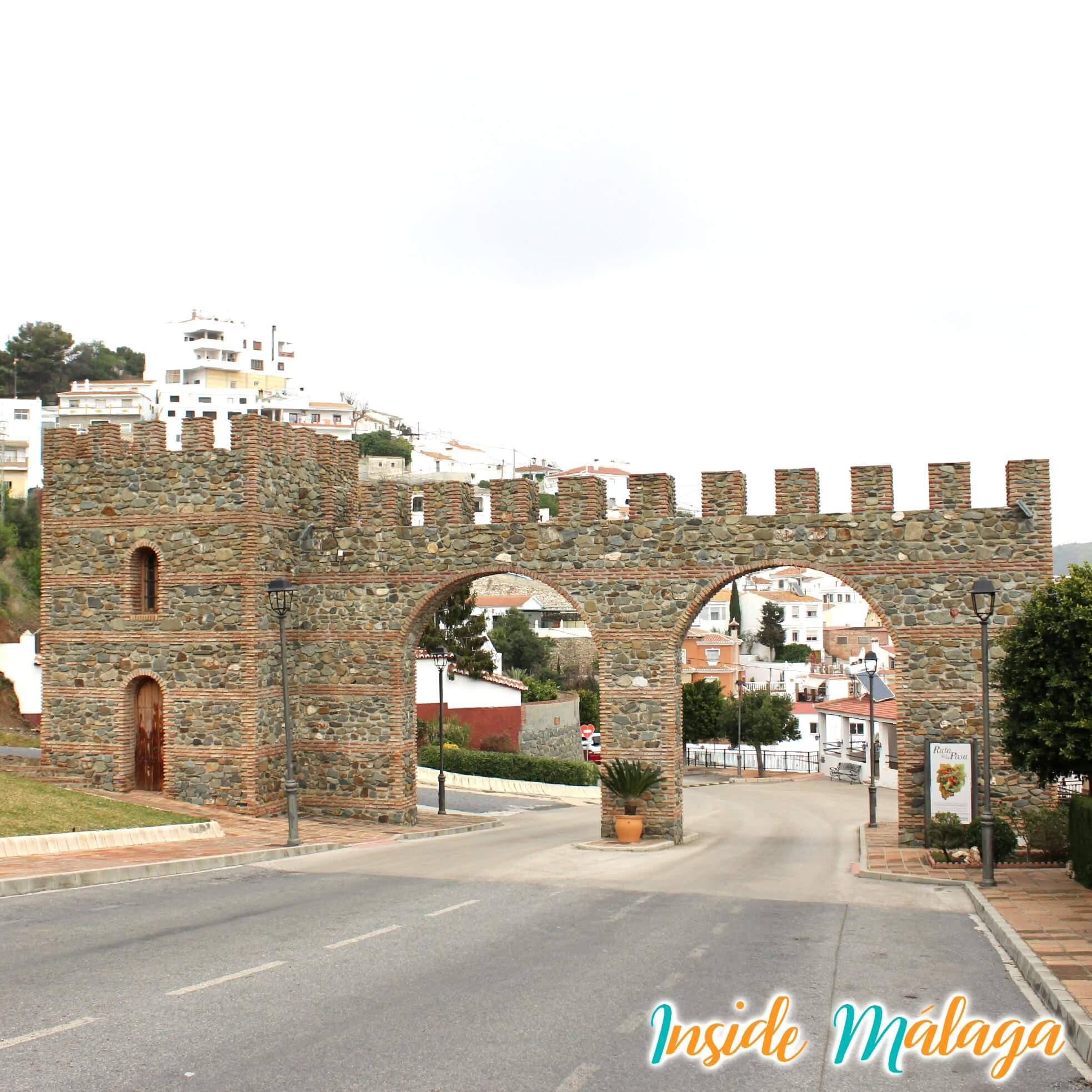 Ingang Boog Toren Moclinejo Malaga