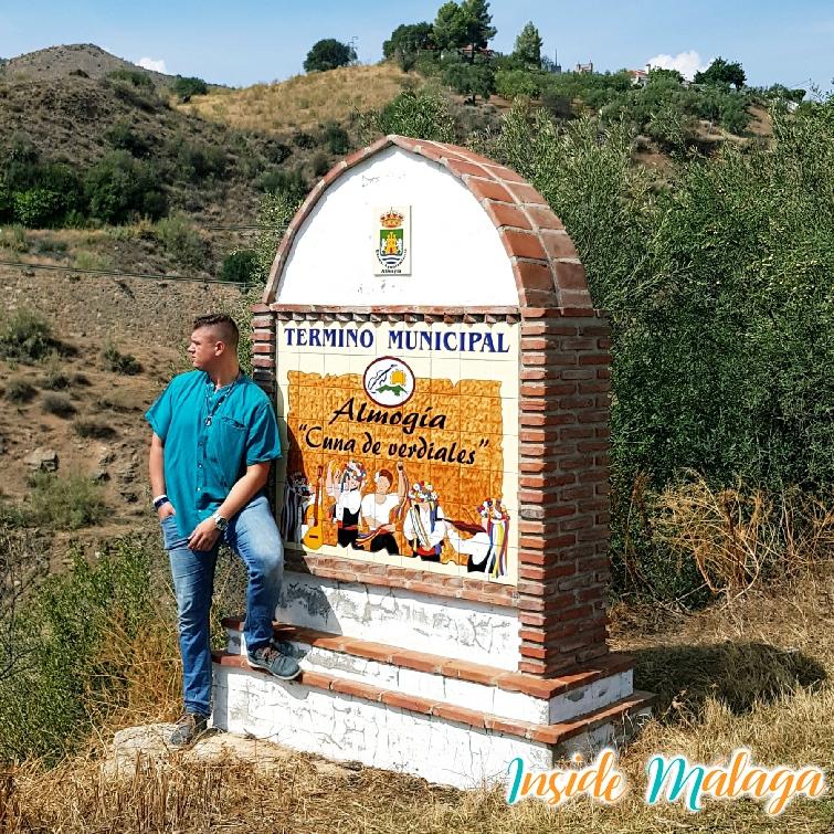 La entrada del Pueblo Almogía