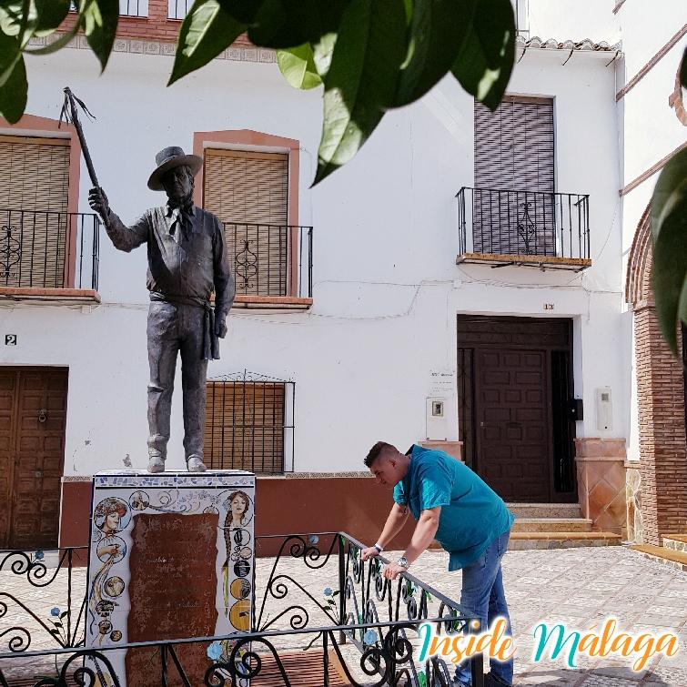 Monument dédié aux verdiales d' Almogía