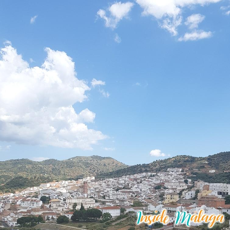 Vista frontal del pueblo Casabermeja
